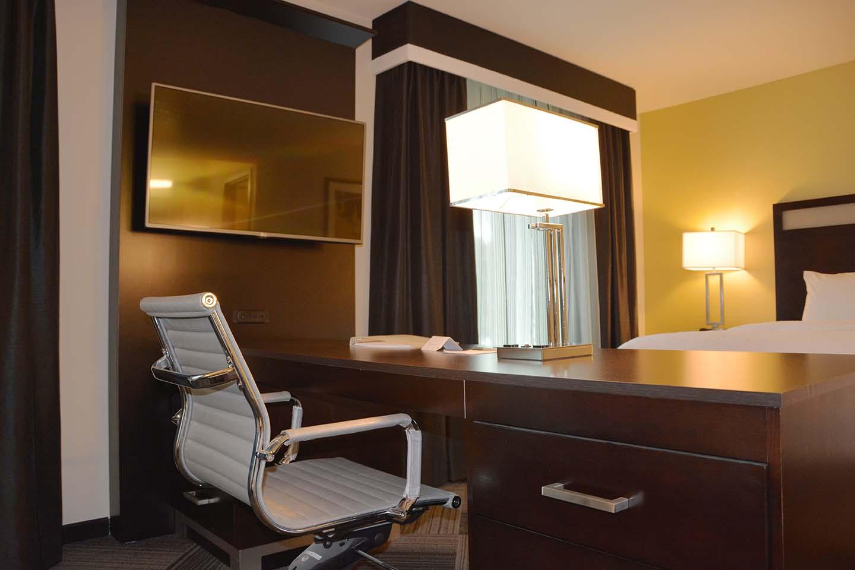 Hampton Inn & Suites - Bellevue, WA - Architectural Dimensions